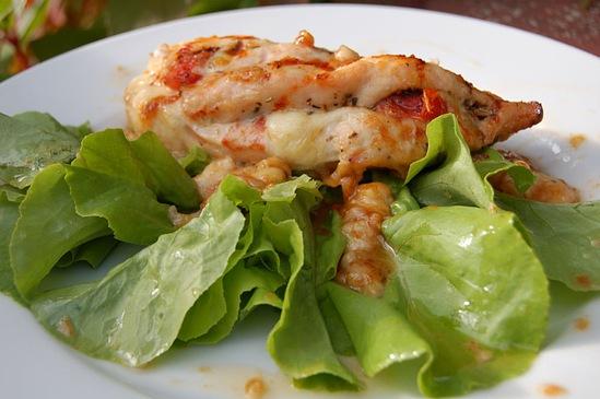 Филе курицы с сыром моцарелла и помидором