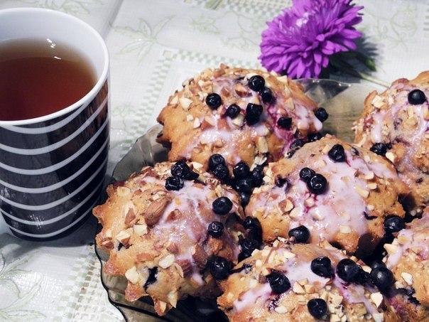 Чернично-йогуртовые кексы с орехами