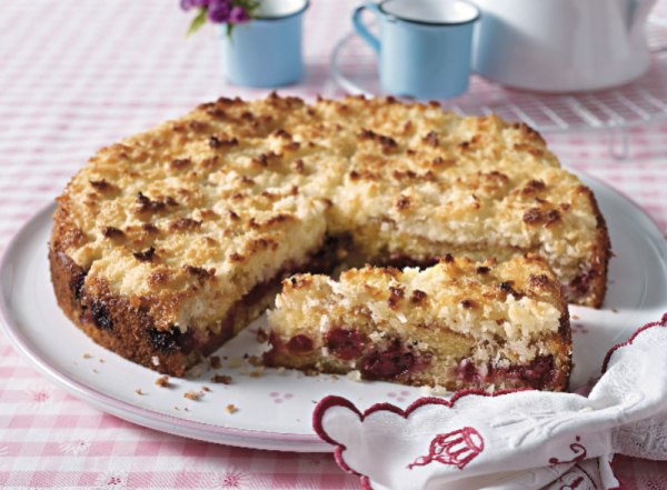 Вишневый пирог с кокосом и сметаной