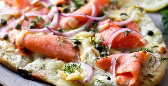 приготовить завтрак | Белая пицца с копченой семгой и моццарелой