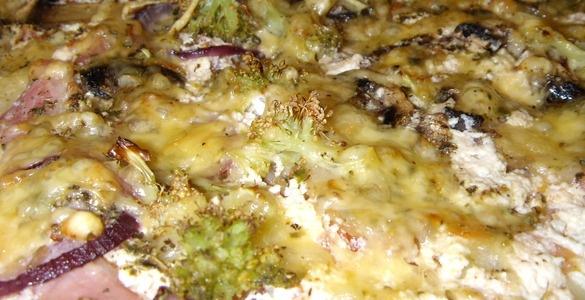 вкусняшки фото | Пицца из теста на кефире с беконом, рикоттой и брокколи