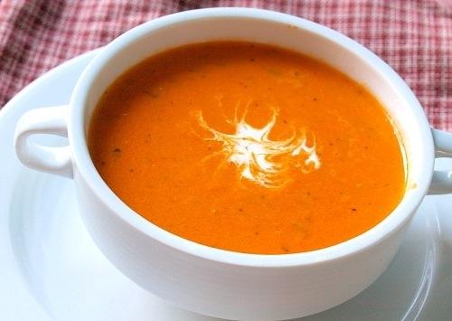 приготовить завтрак | Томатный суп с морковкой и базиликом