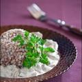 Гречневая каша со сметанно-грибным соусом
