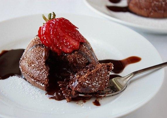 Шоколадный кекс с жидкой шоколадной начинкой «Лавакейк»