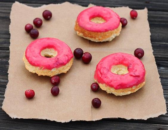 Пончики в клюквенной глазури