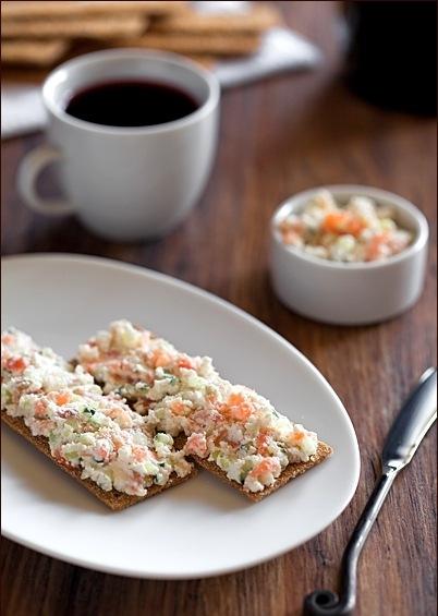кулинария готовим | Творог с лососем и огурцом, хлебцы