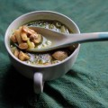 Фасолевый суп с грибами и базиликом