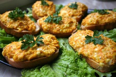 кулинария дома | Горячие бутерброды с морковью, сыром и чесноком