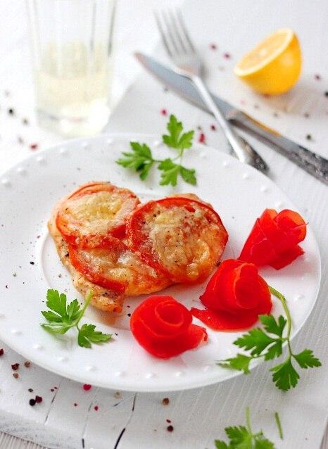Запеченная курица с помидорами под сыром для влюбленных