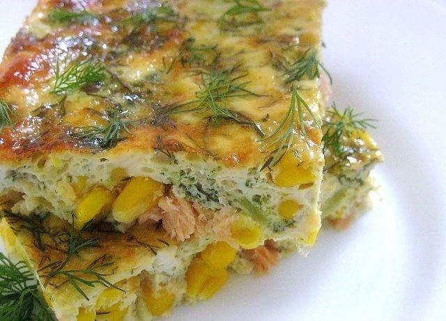 кулинария дома | Омлет с лососем, брокколи и кукурузой