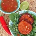 Азиатские оладьи из фасоли с соусом чили