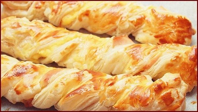 Слоёные косички с сыром и курицей