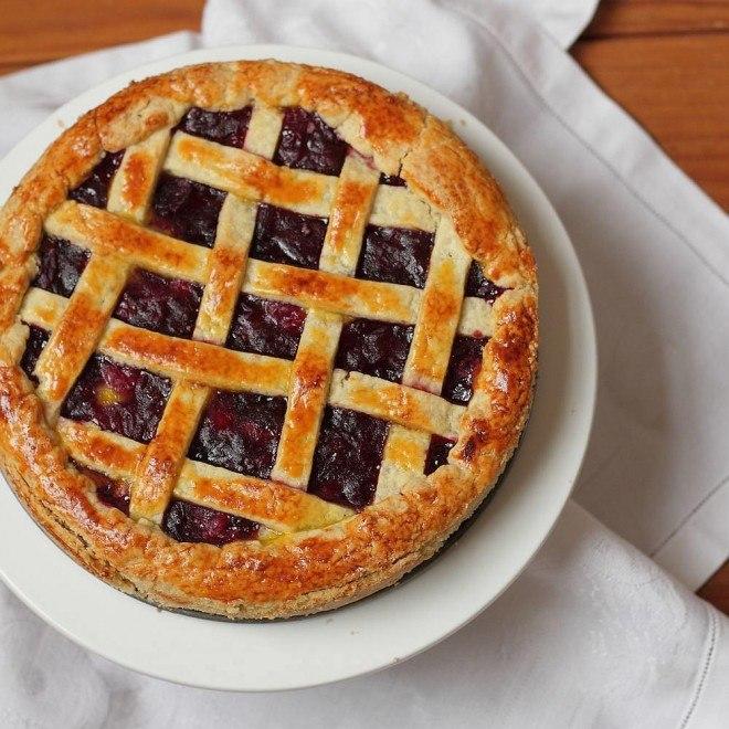 Пирог с клюквенной начинкой