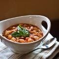 Куринный суп с томатами, фасолью и базиликом по-итальянски