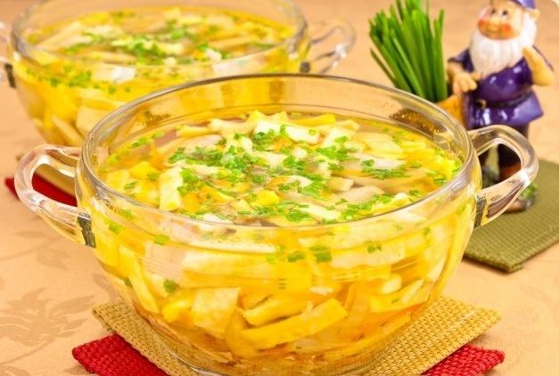кухня европейская | Куриный суп с яичными блинчиками
