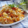 Тушёная капуста с помидорами и чесноком
