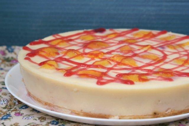 Йогуртовый торт с персиками
