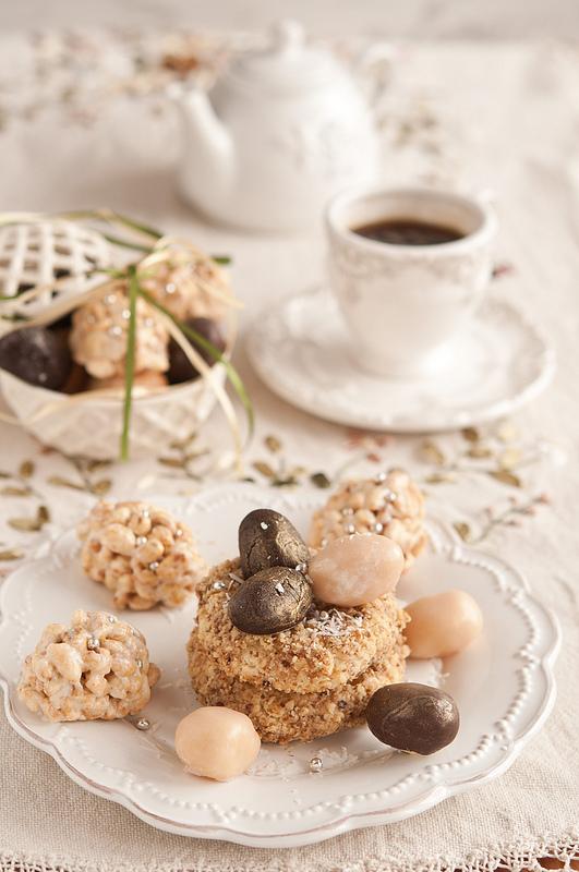 Пасхальные гнездышки с яйцами