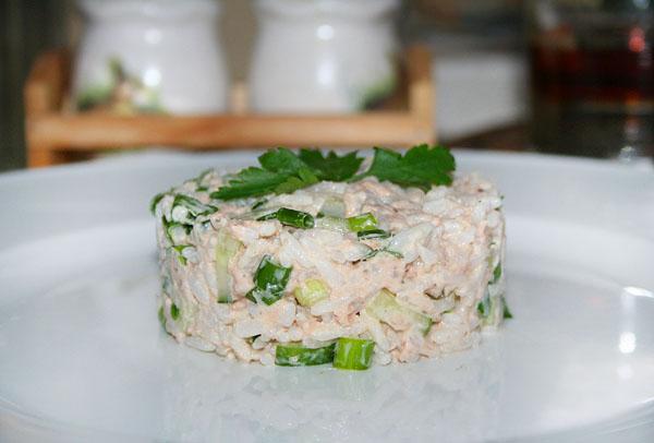 Рецепт салата из риса рыбных консервов