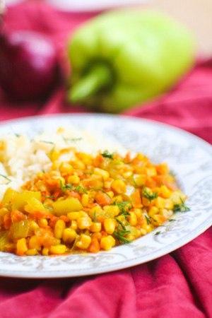 Кукуруза, жареная с болгарским перцем