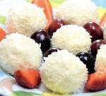 Творожные конфеты с миндалем в кокосовой стружке