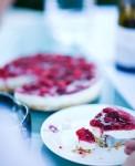Сырник без выпечки с малиной в желе из лесных ягод.
