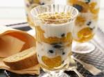 """Салат-десерт """"Наваждение"""" с курагой, мороженым и взбитыми сливками"""