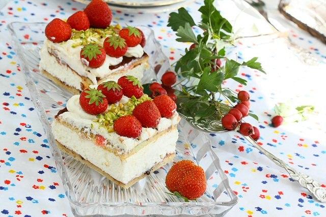 Йогуртовый мини тортик с клубникой.