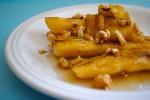 Жареные бананы с йогуртом, медом и орехами
