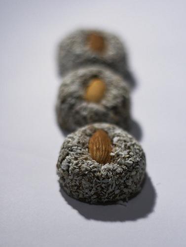 Чернослив в кокосе