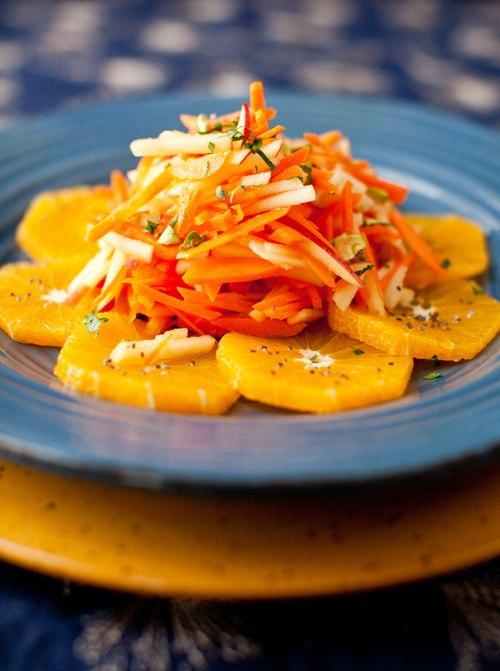 Салат с имбирным соусом