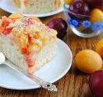 Дрожжевой пирог с абрикосами и сливами