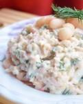 Салат с фасолью, крабовыми палочками и грибами