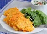 Морковные оладьи с сыром фета и йогуртом