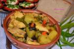 Овощи, тушеные с курицей и грибами