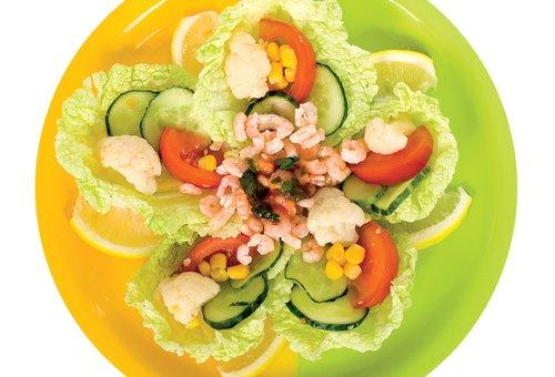 Салат с креветками, цветной капустой и лимоном