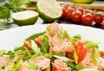 Салат с жареной рыбой и стручковой фасолью
