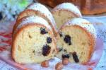 Медовый пирог с черносливом и орехами